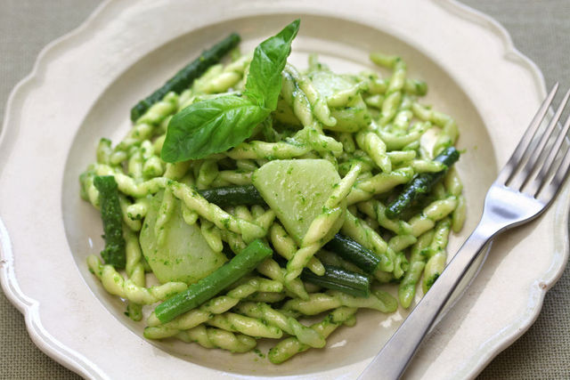 Trofie with potatoes, green beans and pesto