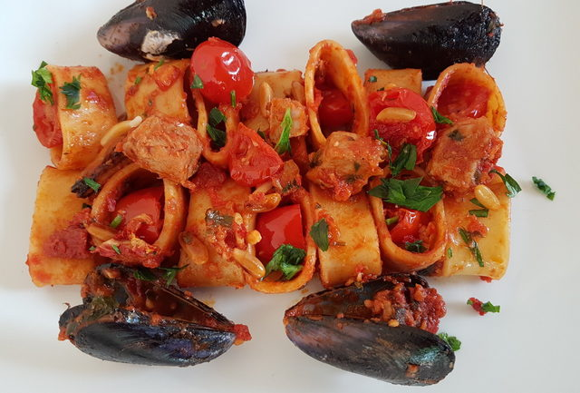 Calamarata pasta with swordfish and mussels