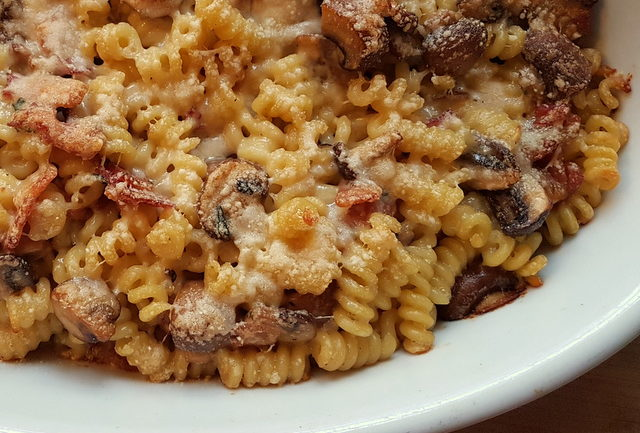 short fusilli bucati pasta with gorgonzola, pancetta and mushrooms