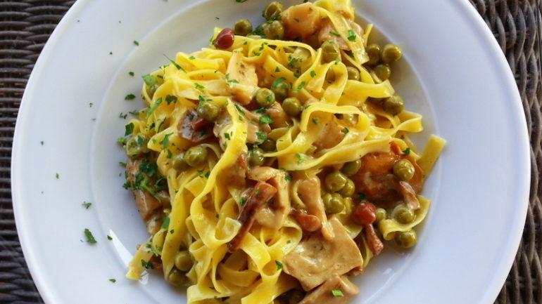tagliatelle porcini and peas