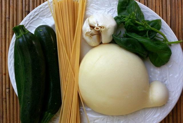 Spaghetti with zucchini alla Nerano ingredients
