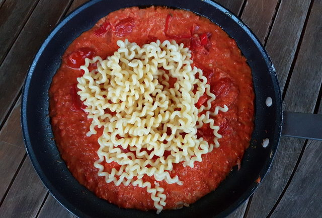 Long fusilli with roasted pepper sauce