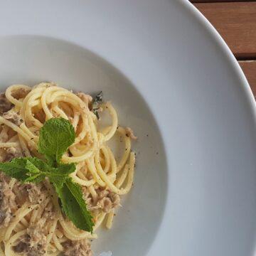 spaghetti with tuna, mint, capers