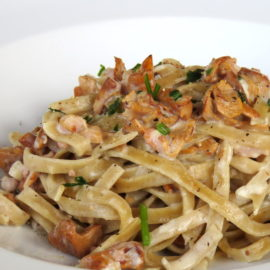 Tagliatelle with chanterelle mushrooms and speck