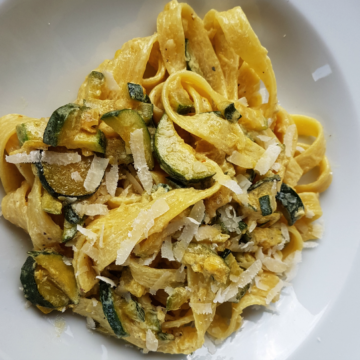pasta with saffron and zucchini