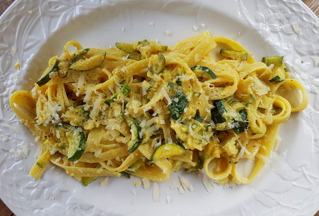 pasta with saffron and zucchini