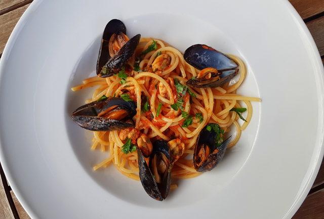 seafood pasta recipes spaghetti with mussels alla Tarantina