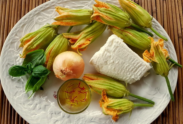 Malloreddus with zucchini flowers, ricotta and saffron ingredients