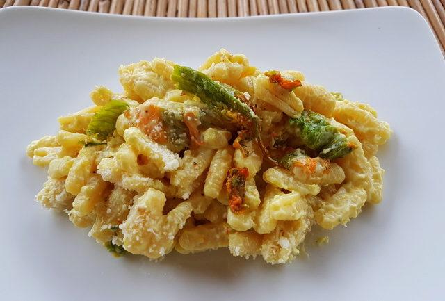 Malloreddus with zucchini flowers, ricotta and saffron
