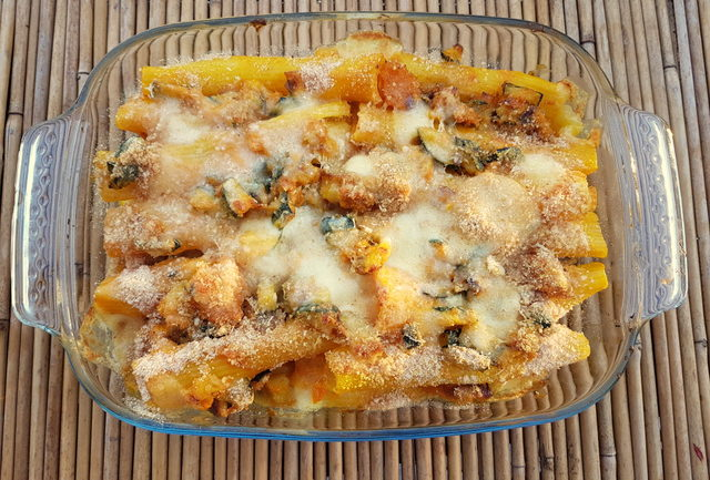 Baked pasta with pumpkin and zucchini