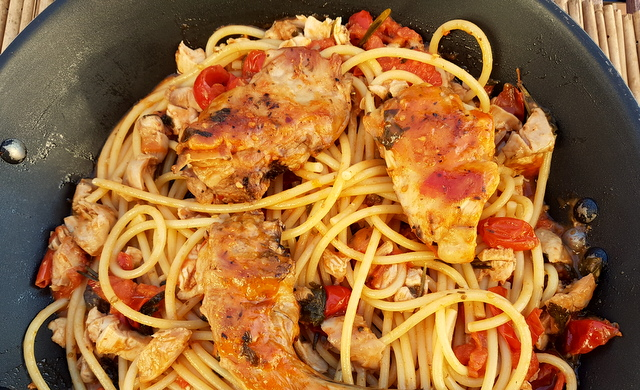 Bucatini pasta with rabbit Ischia