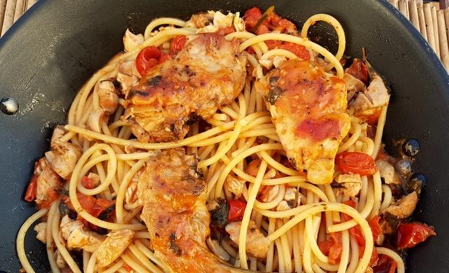 Bucatini pasta with rabbit Ischia