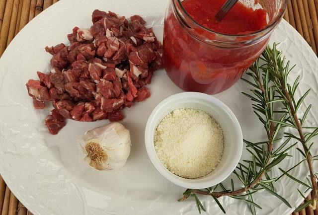 Fusilli pasta with lamb ragu from Molise