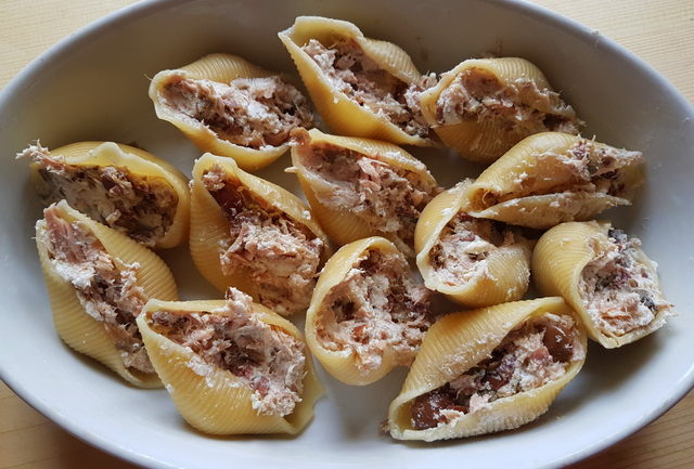 baked conchiglioni pasta shells with tuna and ricotta