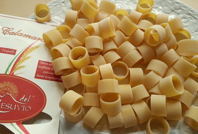 uncooked calamarata pasta made by Le Gemme del Vesuvio