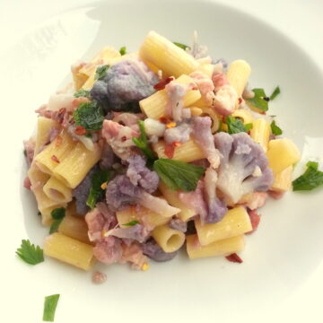 Ditaloni with purple cauliflower