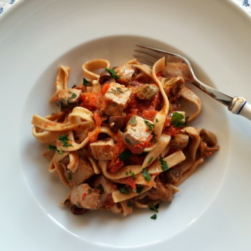 Fresh tuna pasta all'eoliana