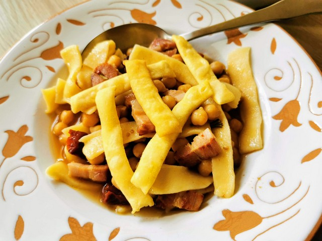 sagne pasta with chickpeas
