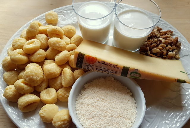 https://www.the-pasta-project.com/wp-content/uploads/Gnocchi-alla-Bava-Recipe-from-the-Val-d%E2%80%99Aosta-640x433.jpg