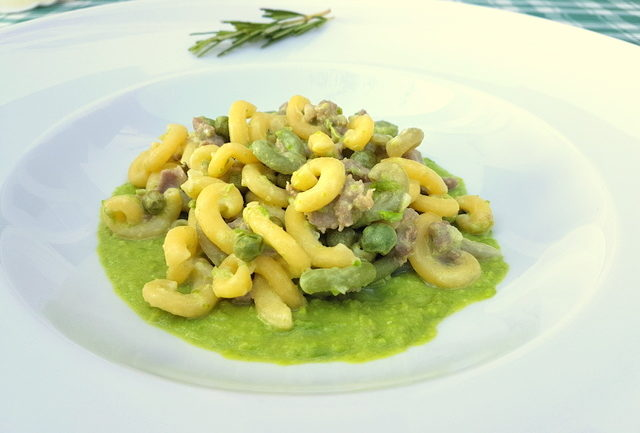 gramigna with sausage, peas and cream