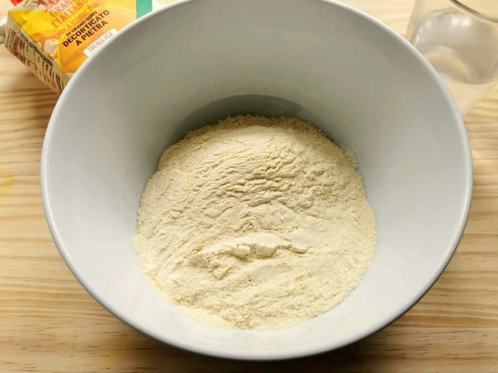 hard wheat semolina flour and Italian soft wheat '0' flour in white bowl