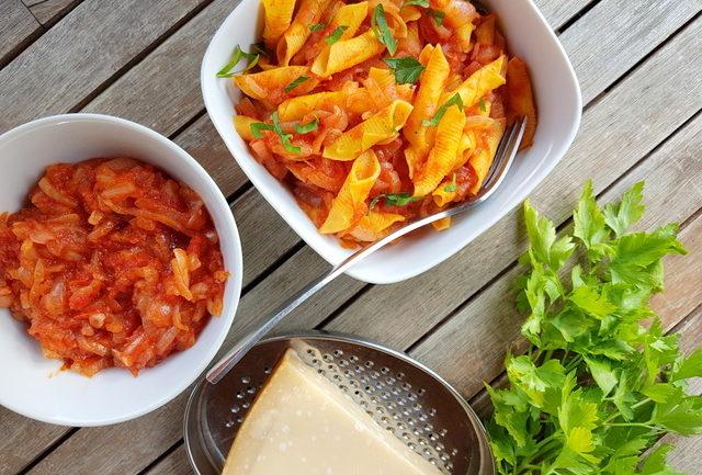 Italian braised onion sauce (il friggione)