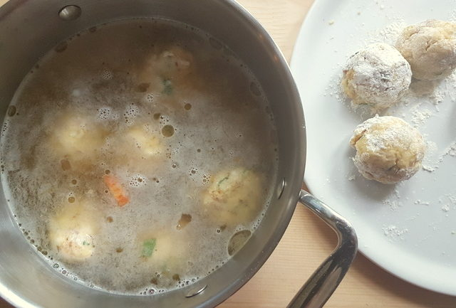 canederli cooking in broth