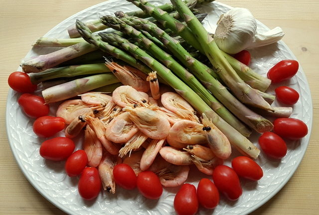 Ingredients for shrimp and asparagus pasta recipe
