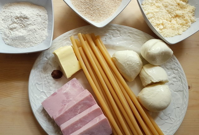 ingredients for Neapolitan baked ziti pasta al gratin