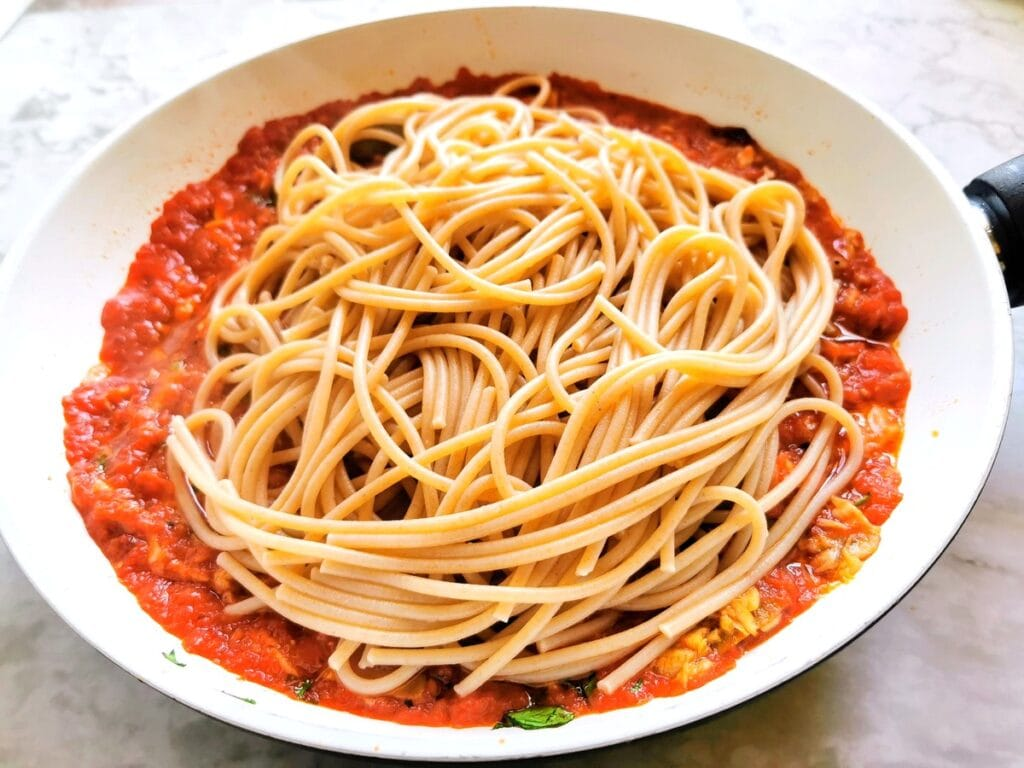 cooked spaghetti in pan with all'Ascolana sauce
