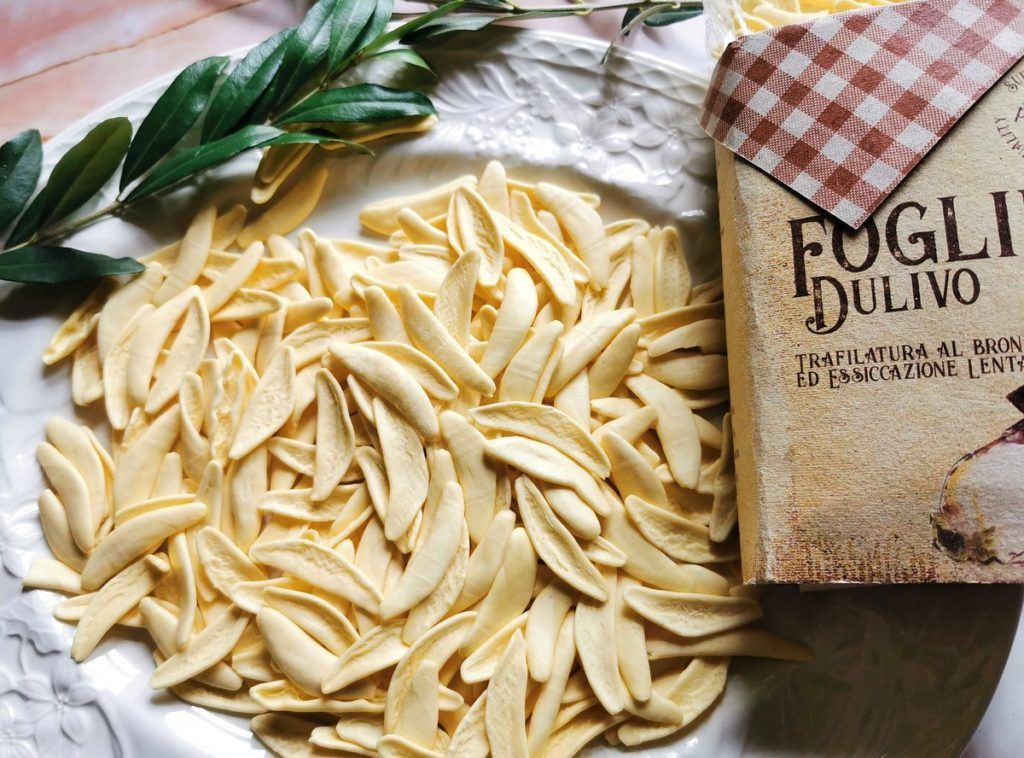 dried white olive leaf pasta