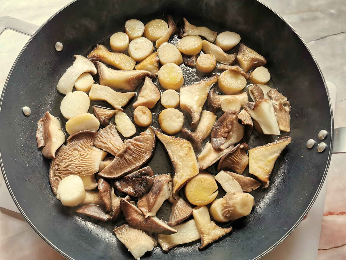 Cut mushrooms in skillet with olive oil