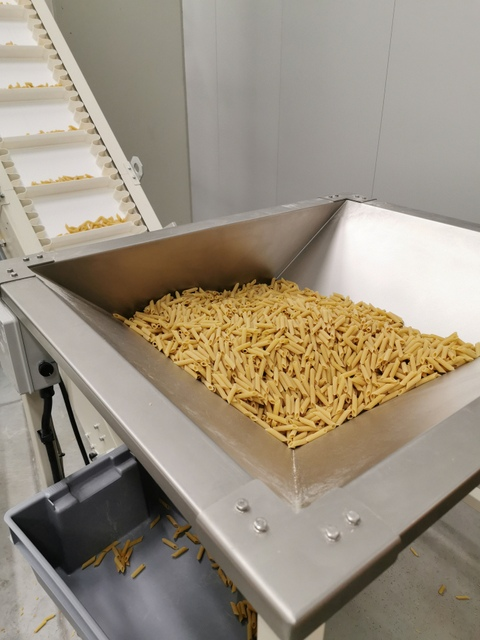 short pasta tubes on production line