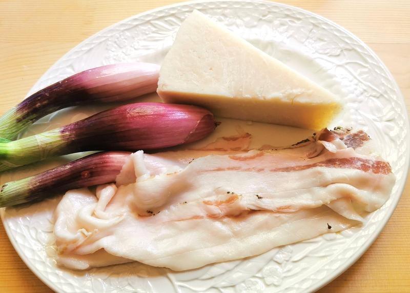 ingredients for pasta with Tropea onions and lardo