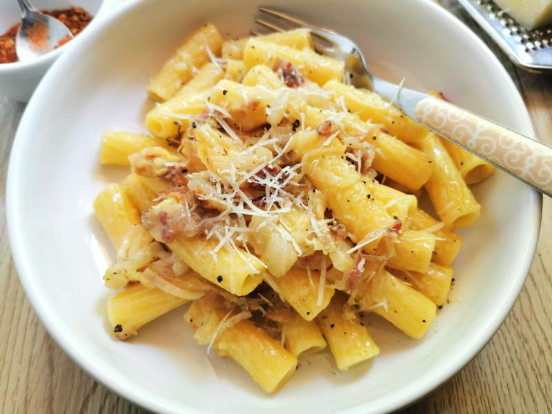 elicoidali pasta with Tropea onions and lardo