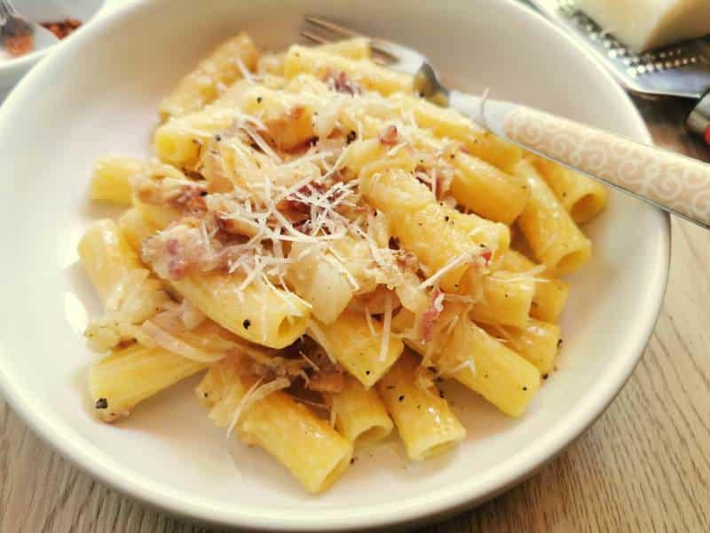 pasta alla Toranese with Tropea onions and lardo
