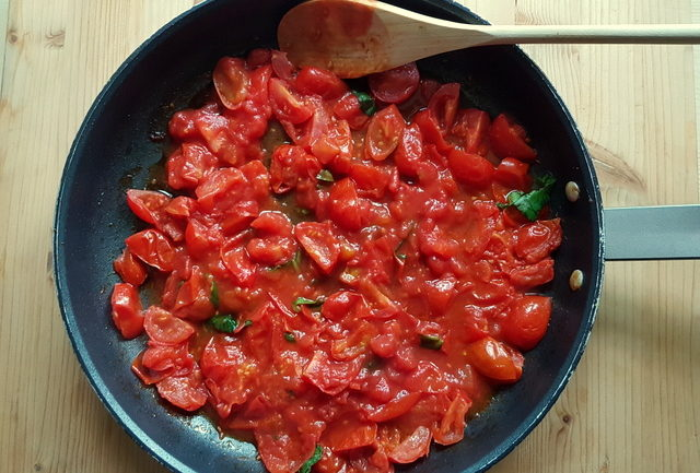 homemade tomato sauce for pasta in frying pan