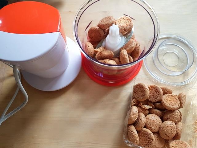 amaretti biscuits in food processor