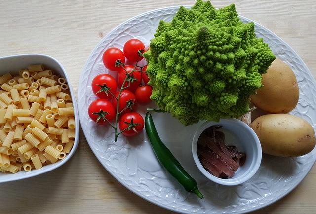 Romanesco broccoli pasta soup ingredients