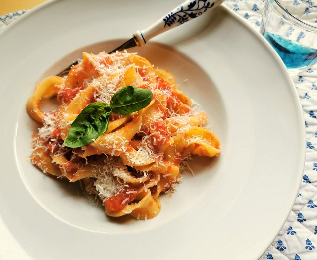 sagne torte with tomato sauce pasta recipes from Puglia