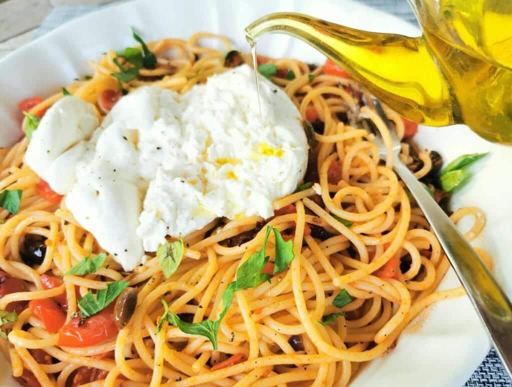 Spaghetti alla checca from Rome. A vegetarian pasta recipe.