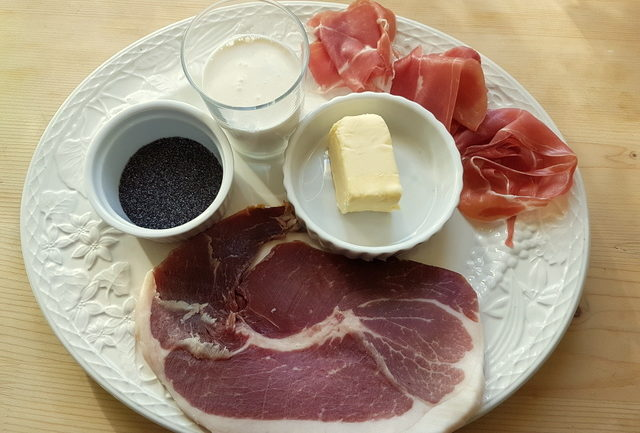 Ingredients for Tagliolini al prosciutto di San Daniele with poppy seeds