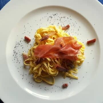 Tagliolini al prosciutto di San Daniele with poppy seeds