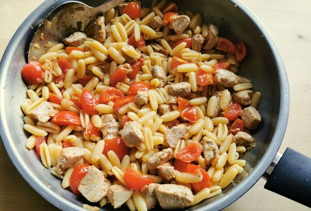 cooked sardinian gnocchi (malloreddus) mixed together with tomatoes and tuna