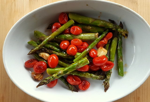 Roasted asparagus and cherry to tomatoes to accompany Tuscan pici pasta all'etrusca
