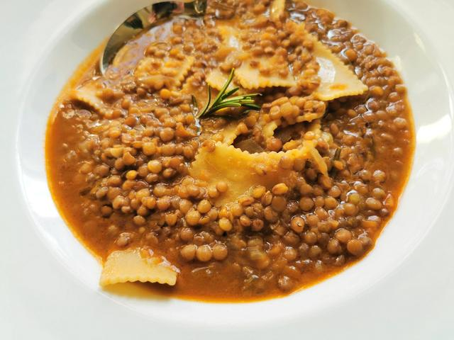 Umbrian lentil soup with pasta