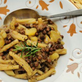 Umbrian wild field pea soup with casarecce pasta