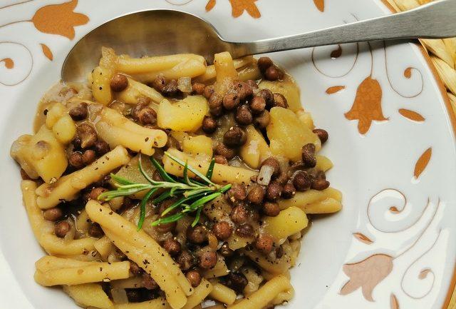 Umbrian roveja pea soup with casarecce pasta