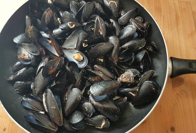 mussels steaming in frying pan