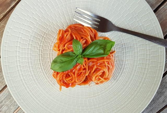 best spaghetti with tomato sauce ever (La Devozione)